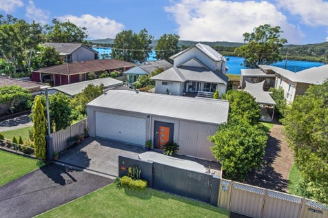 5 Paringa Ave, Davistown, 2251, Central Coast - House / Luxury Waterfront / Garage: 3 / Remote Garage / Air Conditioning / Built-in Wardrobes / Dishwasher / Reverse-cycle Air Conditioning / Ensuite: 1 / Toilets: 4 / P.O.A