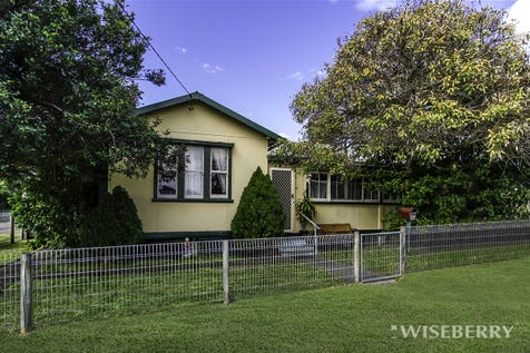 19 Nichols  Avenue, Gorokan, 2263, Central Coast - House / SOMETHING SPECIAL… / Garage: 1 / $400,000