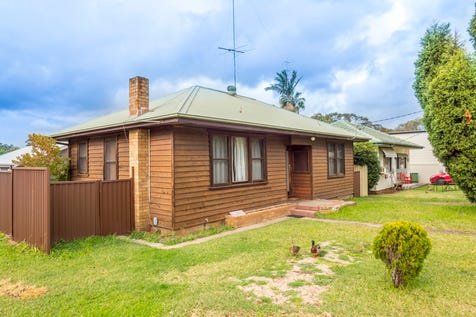 2 Warwick Avenue, Mannering Park, 2259, Central Coast - House / ASTUTE INVESTORS TAKE NOTE!!! DUAL INCOME!!! / Garage: 1 / Air Conditioning / Toilets: 2 / $660,000