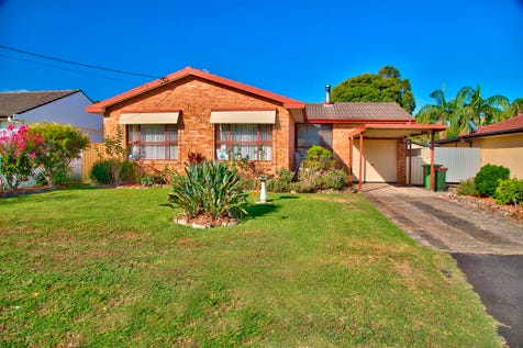 52 Playford Road, Killarney Vale, 2261, Central Coast - House / Families, First Home Buyers Investors Note / Balcony / Deck / Fully Fenced / Carport: 1 / Garage: 1 / Secure Parking / Air Conditioning / Built-in Wardrobes / Toilets: 1 / $549,000