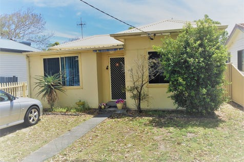 175 Trafalgar Ave, Umina Beach, 2257, Central Coast - House / Cute Cottage - Top Location / Fully Fenced / Shed / Carport: 1 / Garage: 1 / Open Spaces: 1 / Secure Parking / Air Conditioning / Built-in Wardrobes / Pay TV Access / Workshop / $530,000