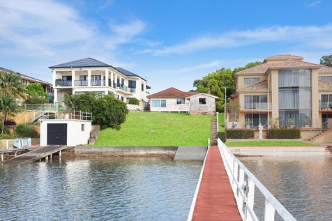 15 Caroline Street, East Gosford, 2250, Central Coast - House / Original three bedroom absolute waterfront home  / Garage: 1 / $1,800,000