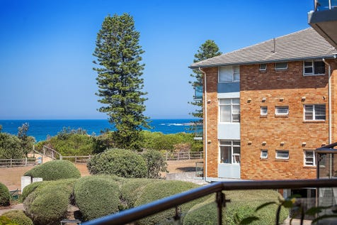 12/30 Ross Street, Newport, 2106, Northern Beaches - House / Beachfront Block! - What A Position / Balcony / Carport: 1 / Built-in Wardrobes / $985,000