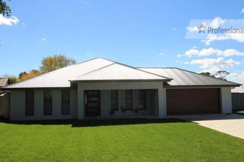 8 Mitchell Street, Blayney, 2799, Central Tablelands - House / MODERN MASTERPIECE / Garage: 2 / $439,000