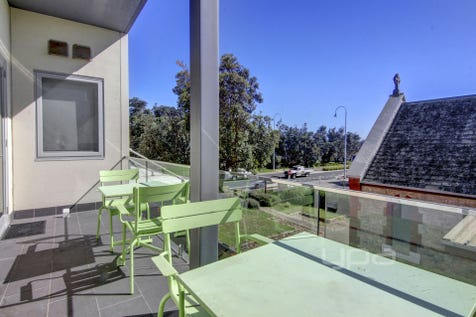 102/277 Point Nepean Road, Dromana, 3936, Mornington Peninsula - Unit / BESOTTED BY THE BAY / Garage: 1 / $750,000