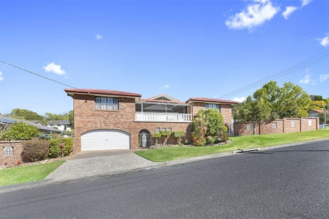 15 Collard Road, Point Clare, 2250, Central Coast - House / Position Position Position / Balcony / Fully Fenced / Outdoor Entertaining Area / Swimming Pool - Inground / Garage: 2 / Secure Parking / Built-in Wardrobes / Ensuite: 1 / $860,000