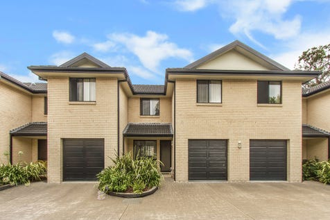 8/72 Dwyer Street, North Gosford, 2250, Central Coast - Townhouse / Ultra convenient, spacious townhouse / Garage: 1 / $430,000