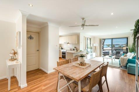 1/32 The Corso, Gorokan, 2263, Central Coast - Villa / Beautiful Spacious Villa with Water Views / Garage: 1 / P.O.A