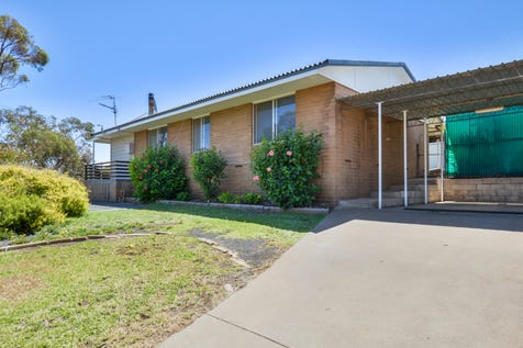 2 Bachelor Avenue, Kambalda East, 6442 - House / First Home Owners Dream / Carport: 1 / Garage: 1 / Air Conditioning / Toilets: 1 / $145,000
