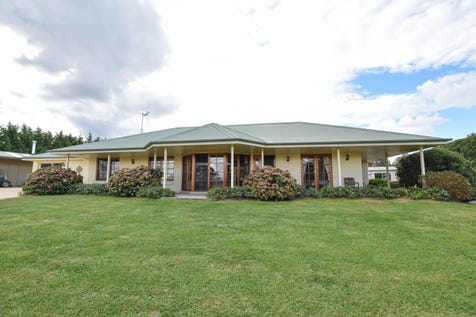 988 Browns Creek Road, Browns Creek, 2799, Central Tablelands - Acreage/semi-rural / BEAUTIFUL IN BROWNS CREEK / Shed / Carport: 5 / Garage: 3 / Remote Garage / Secure Parking / Built-in Wardrobes / Dishwasher / Floorboards / Open Fireplace / $675,000