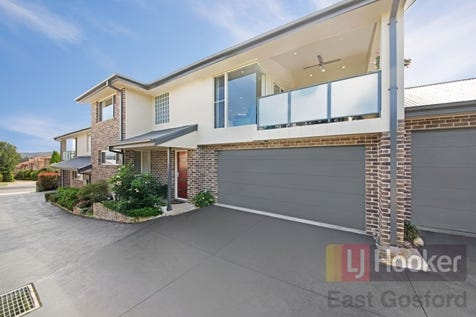2/7 Webb Street, East Gosford, 2250, Central Coast - Townhouse / Stylish Townhouse - Perfect Location / Balcony / Garage: 2 / Air Conditioning / Built-in Wardrobes / Dishwasher / Ensuite: 1 / $750,000