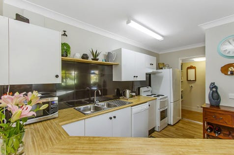 8/15 Lorraine Avenue, Berkeley Vale, 2261, Central Coast - Unit / BEAUTIFULLY RENOVATED APARTMENT / Garage: 1 / $320,000