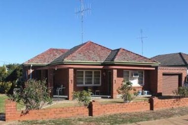 "28 Caswell st, Peak Hill, 2869, Central Tablelands - House / Peak Hill 28 Caswell St ""Solid Double Brick"" $165,000 / Garage: 1 / $165,000"