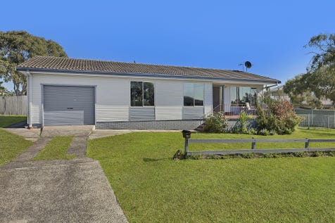 1 Highclere Street, Bateau Bay, 2261, Central Coast - House / ENDLESS POSSIBILITIES / Garage: 1 / $559,000