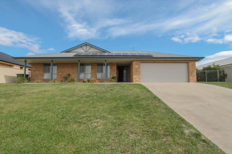 10 Carlyle Avenue, Llanarth, 2795, Central Tablelands - House / Sought After Location / Garage: 2 / Remote Garage / Built-in Wardrobes / Dishwasher / Ducted Cooling / Ducted Heating / Ensuite: 1 / Toilets: 3 / $539,000