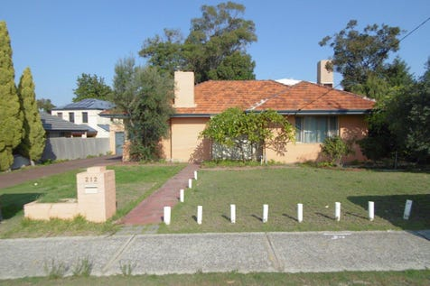 212  Royal Street, Yokine, 6060, North East Perth - House / HOME IN NEED OF TLC ON BIG 809 SQM BLOCK / Toilets: 1 / $629,000