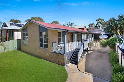 7 Elabana Avenue, Chain Valley Bay, 2259, Central Coast - House / FAMILY FRIENDLY ENTERTAINER / Balcony / Carport: 2 / Garage: 2 / Secure Parking / Air Conditioning / Toilets: 2 / $590,000