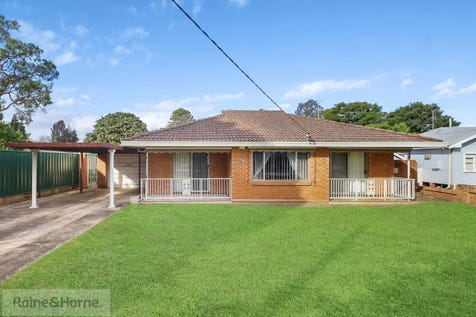 196 Blackwall Road, Woy Woy, 2256, Central Coast - House / Great Location, Solid Home / Carport: 1 / Garage: 1 / Air Conditioning / $615,000