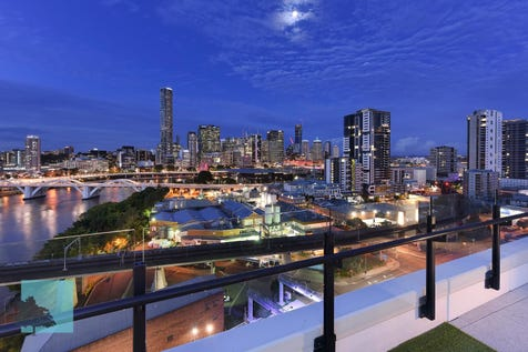 10308/25 Bouquet Street, South Brisbane, 4101, Inner Brisbane - Apartment / Island Bench, Large Bedroom, Minutes From Everything!  / Carport: 1 / Air Conditioning / Alarm System / Study / $390,000