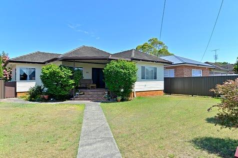 301 Ocean Beach Road, Umina Beach, 2257, Central Coast - House / Investors - Take Note! / Garage: 1 / $630,000