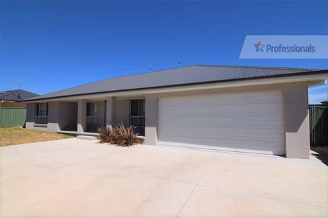 82 Swanbrooke Street, Windradyne, 2795, Central Tablelands - House / STYLISH HOME IN PRIVATE LOCATION / Garage: 2 / Secure Parking / Toilets: 2 / $445,000