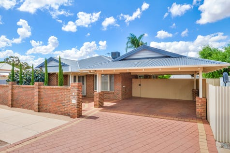 35 Lionel Street, South Kalgoorlie, 6430, East - House / EASY  FAMILY  LIVING / Carport: 2 / Open Spaces: 2 / Air Conditioning / Built-in Wardrobes / Living Areas: 1 / Toilets: 2 / $379,000