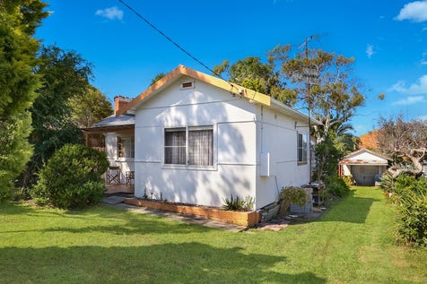 69 Howelston Road, Gorokan, 2263, Central Coast - House / Original Beachcomber, Huge Side Access + 676m2 block / Garage: 1 / $385,000