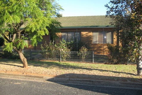 26 Russell St, Parkes, 2870, Central Tablelands - House / Ready & Waiting / Garage: 1 / Toilets: 1 / $235,000