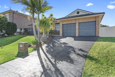 13 Crowe Street, Lake Haven, 2263, Central Coast - House / Stunning 5 Bedroom Family Home With Pool / Fully Fenced / Outdoor Entertaining Area / Swimming Pool - Above Ground / Swimming Pool - Inground / Garage: 2 / Remote Garage / Air Conditioning / Built-in Wardrobes / Floorboards / Rumpus Room / Ensuite: 1 / $699,000
