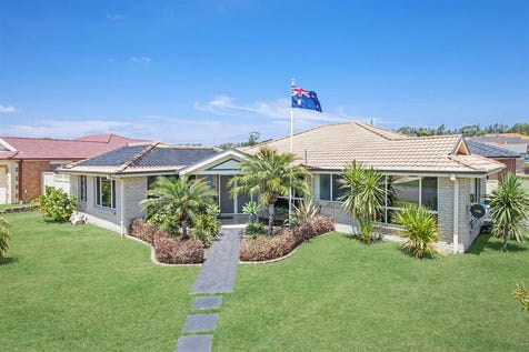 2 Redwood St, Woongarrah, 2259, Central Coast - House / Outstanding Location, Great Home, Large 661m2 Block & Heated / Garage: 4 / $590,000