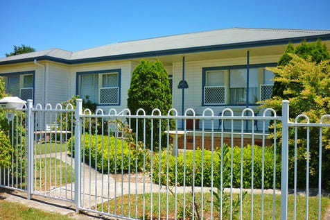 21 Marsden Street, Blayney, 2799, Central Tablelands - House / CENTRALLY LOCATED 3 BEDROOM RENOVATED HOME / Fully Fenced / Outdoor Entertaining Area / Shed / Carport: 1 / Garage: 1 / Built-in Wardrobes / Gas Heating / Reverse-cycle Air Conditioning / Study / Workshop / Toilets: 1 / $250,000