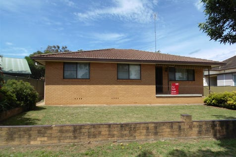 75 Currajong Street, Parkes, 2870, Central Tablelands - House / Ray White Real Estate / Carport: 1 / Air Conditioning / Toilets: 1 / $267,000