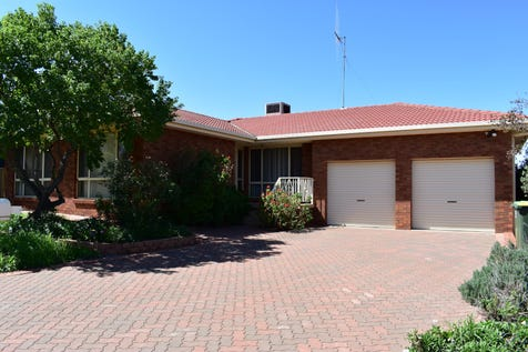 10 Highland Avenue, Parkes, 2870, Central Tablelands - House / ENTER THE HOUSING MARKET!!! / Garage: 2 / P.O.A