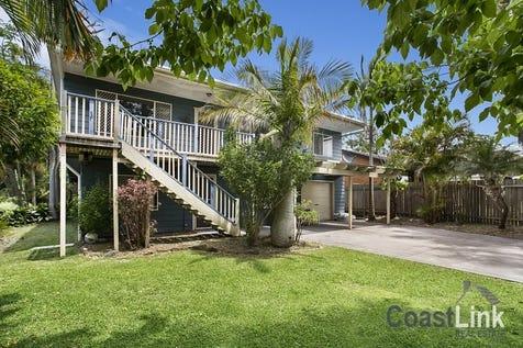 654 Pacific Highway, Lake Munmorah, 2259, Central Coast - House / DUAL LIVING - ROOM FOR EVERYONE / Garage: 2 / $469,999