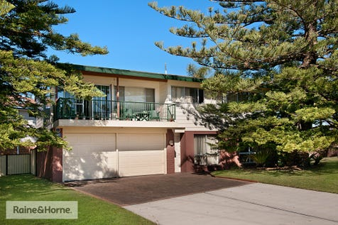 63 Springwood Street, Ettalong Beach, 2257, Central Coast - House / ATTENTION DEVELOPERS! DA APPROVED SITE / Garage: 2 / $799,000