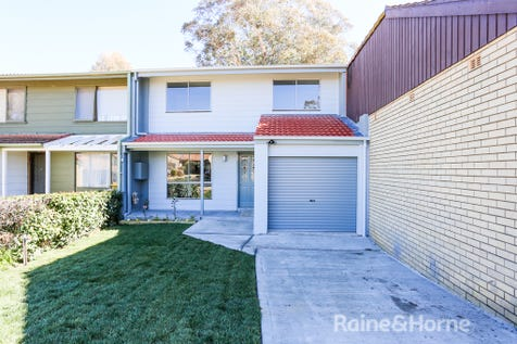 10 Rivett Place, Kelso, 2795, Central Tablelands - House / GREAT START / Balcony / Garage: 1 / Secure Parking / Air Conditioning / Toilets: 2 / $279,000