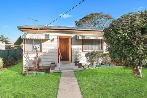 4 Piper Street, Woy Woy, 2256, Central Coast - House / Rent now with potential to develop later (R1 zoning) / Carport: 1 / Air Conditioning / $750,000