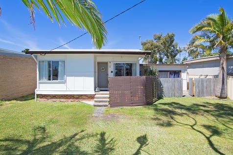 15 Florida Street, The Entrance North, 2261, Central Coast - House / GREAT BUYING, GREAT LOCATION - HOUSE + SLEEPOUT / $595,000