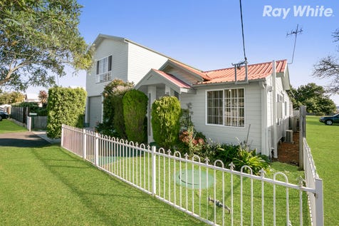 28 Pine Ave, Davistown, 2251, Central Coast - House / What A Catch / Balcony / Garage: 4 / Secure Parking / Air Conditioning / $630,000