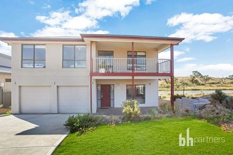 22 Marina  Way, Mannum, 5238, Murraylands - House / Ultimate River Murray Getaway / Investment -  Mannum Waters Waterfront   / Garage: 2 / $845,000