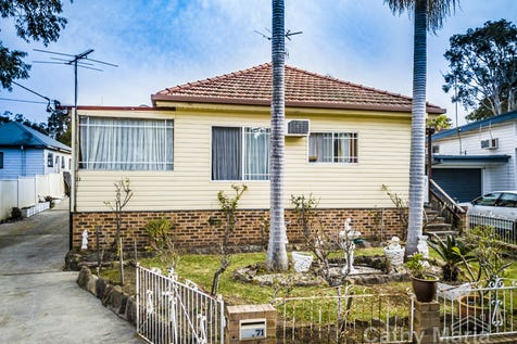 71 Warrina Avenue, Summerland Point, 2259, Central Coast - House / GARAGING GALORE! Sat 22/7/17 Inspection Cancelled / Garage: 6 / Air Conditioning / Toilets: 1 / $470,000