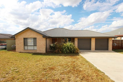 56 Emerald Drive, Kelso, 2795, Central Tablelands - House / MODERN FAMILY HOME OR INVESTMENT / Garage: 2 / Toilets: 2 / $489,000