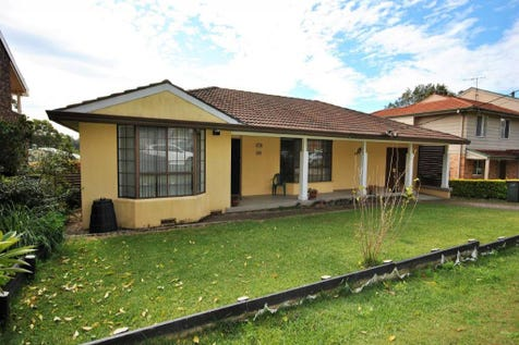 35 Bay Street, Wyee Point, 2259, Central Coast - House / FOR THE ENTERTAINER / Garage: 1 / Air Conditioning / Ensuite: 1 / $545,000