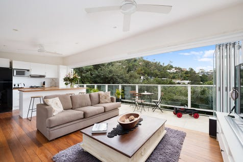 28 Grandview Drive, Newport, 2106, Northern Beaches - House / Superb Investment Opportunity Three Residences For Sale In One Line - Price Guide $1,800,000 / Balcony / Courtyard / Deck / Outdoor Entertaining Area / Broadband Internet Available / Built-in Wardrobes / Dishwasher / Floorboards / Living Areas: 3 / $1,800,000