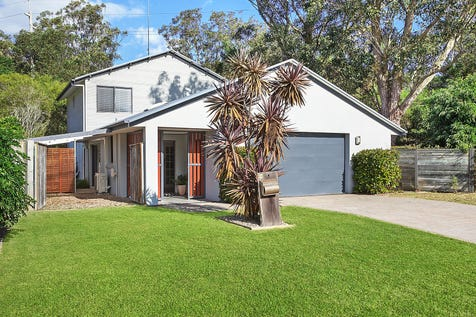 70 Windsor Road, Wamberal, 2260, Central Coast - House / Stylish Family Home With Total Privacy / Garage: 3 / $950,000