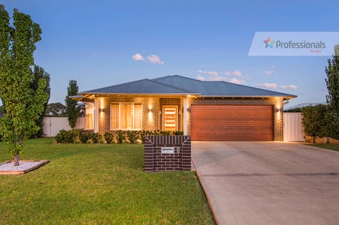3 Kellett Drive, Mudgee, 2850, Central Tablelands - House / Master Home / Balcony / Deck / Fully Fenced / Outdoor Entertaining Area / Swimming Pool - Inground / Garage: 2 / Remote Garage / Secure Parking / Air Conditioning / Alarm System / Broadband Internet Available / Built-in Wardrobes / Dishwasher / Toilets: 2 / $645,000