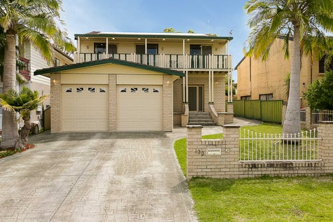 139 Winbin Crescent, Gwandalan, 2259, Central Coast - House / LAKESIDE FAMILY LIVING! / Garage: 2 / Air Conditioning / $575,000