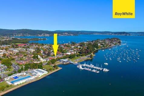 14/25-27 Masons Parade, Point Frederick, 2250, Central Coast - Unit / UNDER CONTRACT - Lifestyle & Convenience / Toilets: 1 / P.O.A