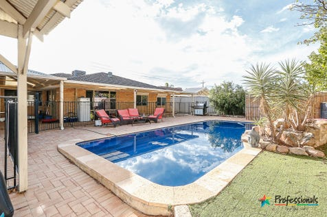 6 Avocet Grove, Ballajura, 6066, North East Perth - House / GRAND LIFESTYLE - EXCELLENT LOCATION! / Garage: 2 / Air Conditioning / Toilets: 2 / $490,000