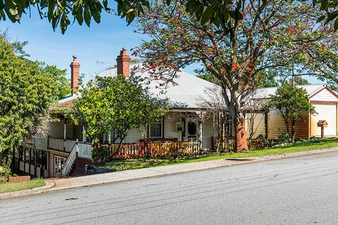 60 Hamilton St, Bayswater, 6053, North East Perth - House / A GRANDE OLDE LADY / Garage: 2 / Toilets: 2 / $899